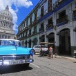 Classic old American car in front of El Capitolio — Foto Stock