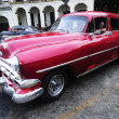 Old American car on the square in front of El Capitolio — Stok fotoğraf
