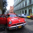 Luxury renovated old American car in front of the hotel — Stockfoto