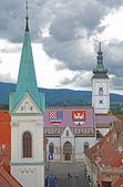 Gatan leder till Sankt Markus torg med kyrkan av St mark. zagr — Stockfoto