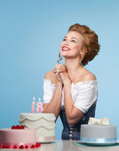 Studio shot in the Marie Antoinette style with cake — Stock Photo