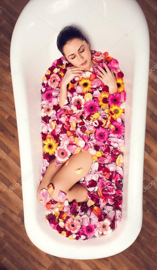 Scopata nella vasca da bagno - Sesso in vasca da bagno ...