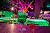 Коктейль в баре — Стоковое фото