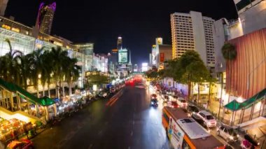 Central Bangkok at Ratchaprasong Road. — Stock video