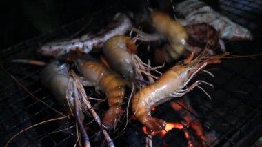 Owoce morza na płonące grill — Wideo stockowe