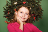 Little girl with spruce wreath — 图库照片