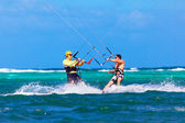 Two kitesurfers going towards each other on sea background Extre — Stock Photo