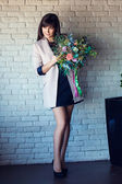 Young beautiful brunette with a bouquet — Stock Photo