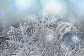 Christmas decorations. New Year balls and snowflakes in tinsel a — Stockfoto