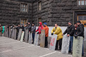 Ukrainians with shields guarding Cabinet of Ministers, Euromaidan — Stock Photo