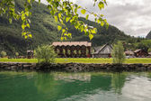 Holiday house on the fjord — Stockfoto