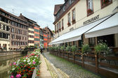 The stone pavement befor cafe in Petite-France, Strasburg — Foto Stock