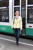 Smiling woman leaves the train — Stock Photo