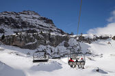 Skiers in chair lift on Italy ski resort — Stockfoto