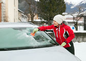 Woman cleans car — Stock Photo