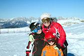 在阿尔卑斯山的家庭 — 图库照片