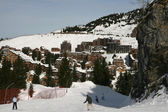 Few people descending on a slope, Avoriaz — Stock Photo