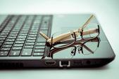 Eyeglasses on laptop computer. — Stock Photo