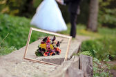 Frame and wedding bouquet close up — Stock fotografie