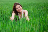 Young beautiful woman smiling in green field — Stock Photo