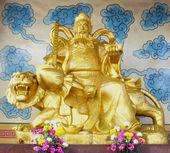 Chinese warrior golden statue — Stock Photo