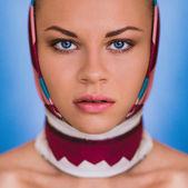 Ung flicka med blåa ögon — Stockfoto