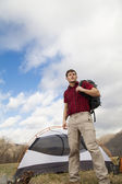 Hiker sets up camp — Stock Photo