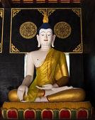 Buddha staty i tempel 2 — Stockfoto