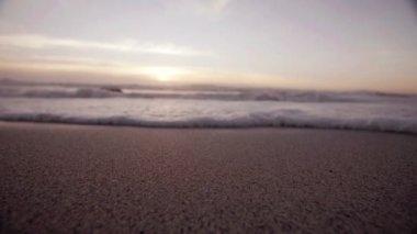 Waves rushing over sandy beach — Stock Video