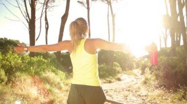 Woman enjoying the sun after workout — Vídeo de Stock