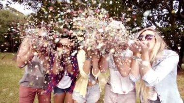 Hipsters blowing confetti — Stock Video