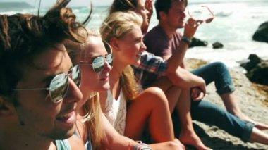 Friends sitting on rocks seaside — Stock Video #45162237