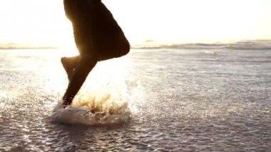 Feet running at the beach — Stock Video