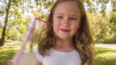 Kid with lemonade — Stock Video