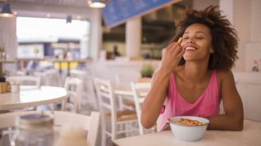 Girl eating freedom fries — Stock Video