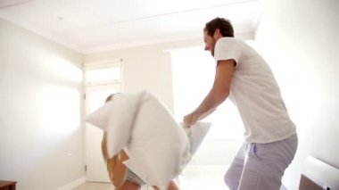 Couple having a Pillow fight — Stock Video