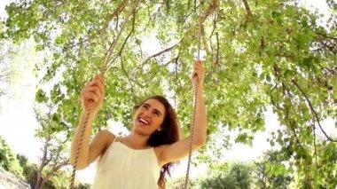 Woman swinging under tree — Stock Video