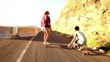 Couple on skateboard — Stockvideo