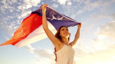 Woman with Texas state flag — Stock Video