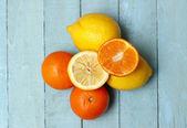 Organic Lemons and Oranges — Stock Photo