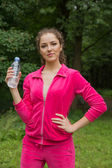 Woman holding a bottle of water — Stockfoto