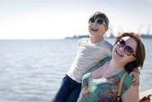 Ritratto di felice madre e figlia — Foto Stock