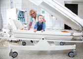 Female doctor examines little boy in pressure chamber — Stock Photo