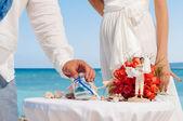 Hands of bride holding vase with colorful sand during wedding party — Stock Photo