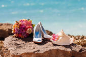 Wedding bouquet and shoes — Stock Photo