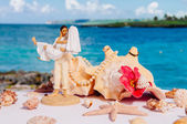 Figure of wedding newlywed couple — Stock Photo