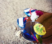 Straw hat with cocktail and flip flops — Stock Photo