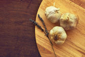 Garlic and lavender flowers — Stock Photo