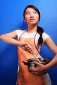 Flicka matlagning — Stockfoto