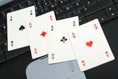 Aces on laptop — Stock Photo